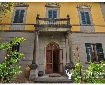Period Villa with Swimming Pool for sale in Serravalle Pistoiese Pistoia Tuscany
