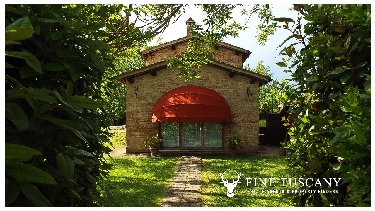 Farmhouse with pool for sale near Siena