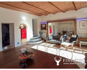 2 Bedroom Terraced House with Garden for sale in Volterra Tuscany Italy