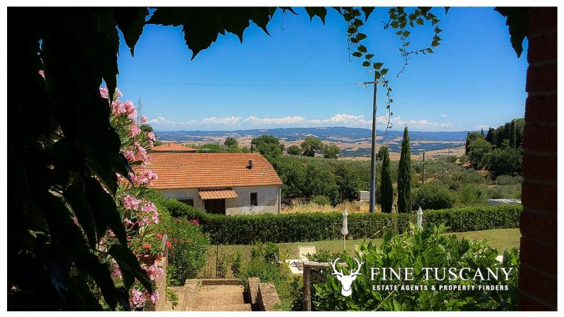 House with private garden and communal swimming pool for sale in Orciatico Lajatico Tuscany Italy
