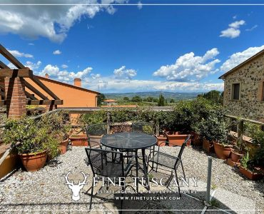 Two bedroom house with garden and swimming pool for sale in Orciatico Lajatico Pisa Tuscany Italy