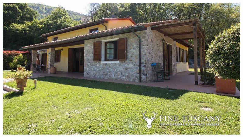 Villa with garden and swimming pool for sale in Lucca Tuscany Italy